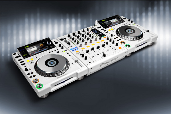 Pioneer CDJ2000 White Limited Edition